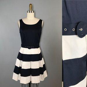 ⭐️NEW ARRIVAL Banana Republic Navy Striped Dress 2
